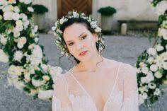 Bridal Make-up and Hairstyling by me Katie Tschirren mubka.ch Foto: @ladiesandlord Model: @polina.and.frenchie Kleid und Haarreif: @mabi_bridalboutique Blumen: @evelynkuehr . . . .   #makeup #swissmua #makeupartistschweiz #beauty #naturalbeauty #promlook #makeupandmuas #weddinglook #brautmakeup #bridalmua #bridalmakeupartist  #bridalmakeup #blumen #flowers #weddingflowers #bouquet #weddingbouquet #florist #floristik #flowerart #hairinspo #styledwedding Prom Looks, Wedding Looks, Wedding Bouquets, Wedding Flowers, Wedding Dresses, Bridal Make Up, Bridal Hair, Braut Make-up, Floral Crown