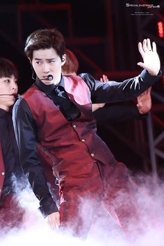 EXO'luXion 151017 : Suho | Xiumin's face in the back is pretty much my reaction xD