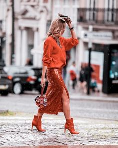 Wondering what to wear? Find outfit ideas, shopping, and street style inspiration to help you get dressed for work, dates, parties and more! Look Street Style, Street Chic, Street Style Fashion, Red Street, Love Fashion, Autumn Fashion, Womens Fashion, Latest Fashion, Fashion 2018