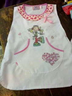Delantales celu y paz!! Sewing Aprons, Craft Organization, Bandana, Fun Crafts, Textiles, Couture, Quilts, Tank Tops, Crochet
