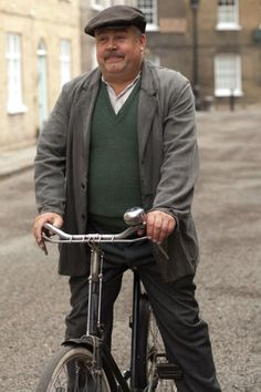 Call the Midwife Fred (Cliff Parisi) Photo: Laurence Cendrowicz © Neal Street Productions 2012 Bbc Tv Series, Best Series, Trixie Call The Midwife, Jennifer Worth, English Story, Bbc Drama, Village People, Mature Men, Me Tv