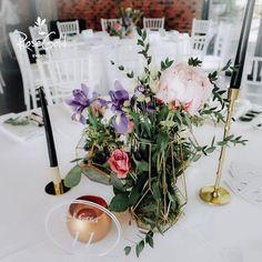 Aranjamente Florale pentru Nunti, buchete, decorațiuni. Calitate și creativitate pentru nunți și botezuri minunate! Suna-ma chiar acum! Floral Wedding, Wedding Flowers, Wedding Decorations, Table Decorations, Benjamin Franklin, Bucharest, House, Ideas, Design