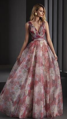 Nueva Colección 2020. #LoveSewing #Vestidodefiesta #Colección2020 Glamorous Dresses, Elegant Dresses, Beautiful Dresses, Evening Dresses, Prom Dresses, Formal Dresses, Wedding Dresses, Designer Dresses, Ball Gowns