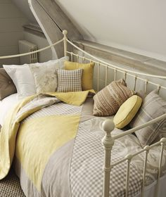 Daybeds = perfect for guest bedrooms Hedgerow / A/W 2014 / Laura Ashley / Home Collection