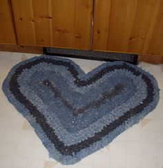 The secret to crocheting flat circular, oval or heart-shaped rag rugs every time