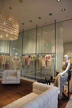 18a13c4abea39 Inside Valentino Rodeo Drive Rodeo Drive Shopping