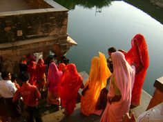 my-spirits-aroma:  ladies going downstairs in the temple of God Shiva..!!