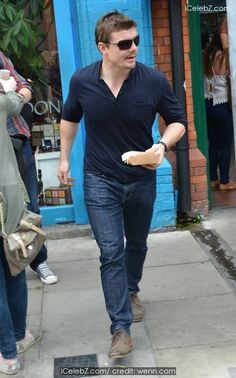 Newly retired rugby legend Brian O'Driscoll buys takeaway lunch after posing with fans on Drury Street pictures Male Fashion, Woman Fashion, Street Pictures, Nice Curves, Beastie Boys, Celebrity Red Carpet, Cannes Film Festival, Rugby, Superstar