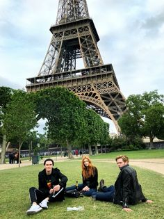 Picnic in Paris… 🍾🇫🇷 Dominique Sherwood Luke Baines – Holidays Clary Et Jace, Shadowhunters Clary And Jace, Shadowhunters Tv Series, Shadowhunters Season 3, Shadowhunters The Mortal Instruments, Clary And Sebastian, Picnic In Paris, Constantin Film, Fangirl