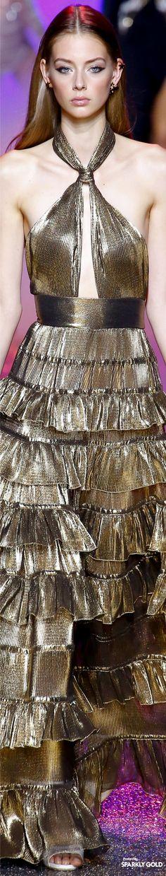 Spring 2017 RTW featuring Highlights from Elie Saab Fashion Moda, Gold Fashion, Fashion 2017, Runway Fashion, Fashion Outfits, Style Couture, Couture Fashion, Elie Saab Printemps, Christian Dior