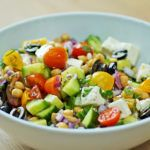 Delicious Protein Powerhouse >> Greek Chickpea Salad