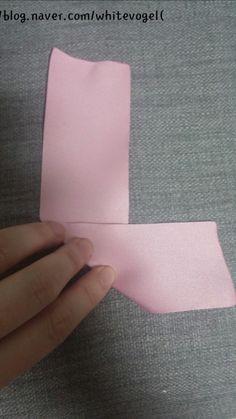 빵빵이♥♥ : 네이버 블로그 Ribbon Art, Diy Ribbon, Fabric Ribbon, Ribbon Crafts, Flower Crafts, Handmade Flowers, Diy Flowers, Fabric Flowers, Band Kunst