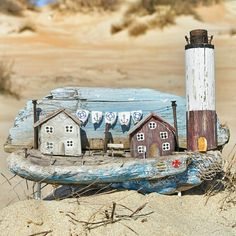 Домики от мастера More_na_lаdoni / Арт-объекты / ВТОРАЯ УЛИЦА Driftwood Projects, Driftwood Art, Bird Houses, Wooden Houses, Lighthouse Art, Rainy Day Crafts, Wooden Picture, Wood Stone, Little Island