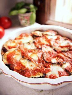 Melanzane alla parmigiana czyli włoska zapiekanka z bakłażana…przepis na zapiekany bakłażan, bakłażan z jogurtem czy pasta z bakłażanem…zapiekanka z bakłażana Purine Diet, Eat Happy, Eating Well, Food Inspiration, French Toast, Recipies, Lunch Box, Food And Drink, Cooking Recipes