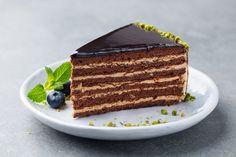 Δεν είναι κέικ, δεν είναι τούρτα, είναι και τα δύο μαζί. Ο λόγος για το κέικ καπουτσίνο «εφεύρεση» και αυτή των Ιταλών που συνδύασαν δύο λατρεμένες γεύσεις. Tiramisu, Cupcake Cakes, Pancakes, Cheesecake, Deserts, Appetizers, Ethnic Recipes, Food, Cheesecakes