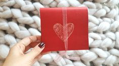 Sevgililer Günü için son dakika hediye fikirleri hazırladım. Az malzemeyle sevgilinizi sevindirecek el yapımı hediyeler hazırlayalım mı?