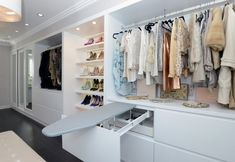 There are plenty of options for its arrangement. At its core is the same dressing room closet, but of enormous size. In this area there are a wide variety of shelves, hangers and compartments for
