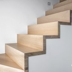 Wooden Staircase Design, Timber Staircase, Floating Staircase, Staircase Railings, Interior Staircase, Banisters, Staircase Lighting Ideas, Concrete Stairs, Staircase Makeover