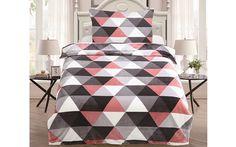 Heboučké mikroplyšové povlečení Trion růžová je ideální volbou pro zimní či chladné dny a pro zimomřivé jedince. Zaujme především milovníky geometrické pravidelnosti.  Gramáž: 230 g/m2.  Česká výroba. Quilts, Blanket, Contemporary, Rugs, Bed, Home Decor, Farmhouse Rugs, Decoration Home, Stream Bed