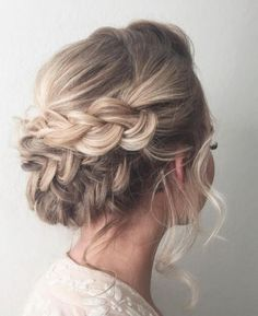 #SummerLove is in the air! ❤️ We love this look for our #MGBrides! What looks do *you* love? Let us know or find your perfect wedding style on our MG Hair and Makeup Facebook page or at our website: mghairandmakeup.com! #repin #love #mghair #mgmakeup #summerlooks #summerwedding #lookswelove