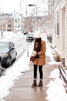 A snow day outfit in black & tan. I want her mittens!