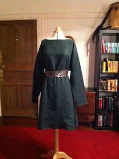 How to make a Bliault  aka 12th Century Tunic