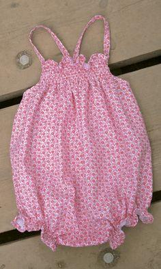 PELELE CARMIN. Pelele bebe carmín, disponible en tallas 6-12-18 meses.