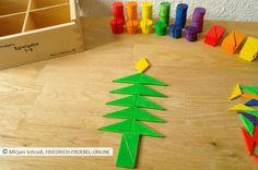 Weihnachtsbaum, gelegt mit Spielgaben- Spielgabe 7, dem Legespiel mit geometrischen Formen nach Fröbel