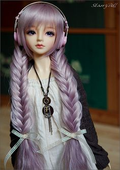 wig, necklace, headphones. Photo by #starrydoll #bjd #doll #wig #braid