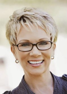 Short Hairstyles for Women Over 40 to Reveal Their Snazzy Side ...