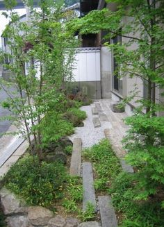 Discover this Urban Garden Design suggestion 5521408175 to ponder here. Small Space Gardening, Small Gardens, Outdoor Gardens, Front Gardens, Urban Gardening, Organic Gardening, Landscaping With Rocks, Backyard Landscaping, Landscaping Ideas