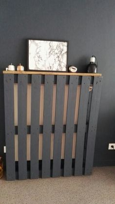 Diy home cache radiateur Eco Furniture, Wooden Pallet Furniture, Modern Radiator Cover, Baseboard Heater Covers, My Ideal Home, Small Hallways, Rustic Bathrooms, Design Your Home, Diy Pallet Projects