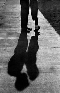 Tip Toe Kiss without shadow Milan Kundera, Shadow Silhouette, Shadow Play, Jolie Photo, Black N White, Hopeless Romantic, Love Is Sweet, Light And Shadow, Photos