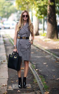 Chiara Ferragni business chic in a grey Stefanel dress, Hermès Collier de Chien belt & Sophie Hulme leather tote #StreetStyle