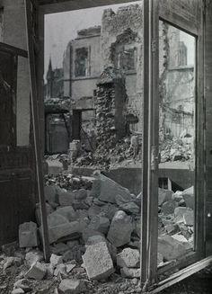Paul Castelau, Vue des ruines de la rue de la Grue depuis une fenêtre du Mont-de-Piété à Reims, 1917