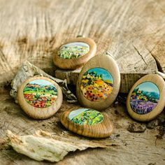 Wood and polymer clay!Made by me ( workshop Vottut). Polymer Clay Painting, Polymer Clay Pendant, Polymer Clay Projects, Polymer Clay Jewelry, Clay Crafts, Clay Art, Polymer Clay Embroidery, Cold Porcelain, Embroidery Applique
