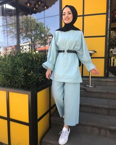 Image may contain: 1 person, standing Modest Fashion Hijab, Street Hijab Fashion, Hijab Chic, Muslim Fashion, Fashion Outfits, Cute Lazy Outfits, Pretty Outfits, Stylish Outfits, Pakistani Dresses Casual