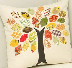 Almofada decorada com patch aplique de folhas