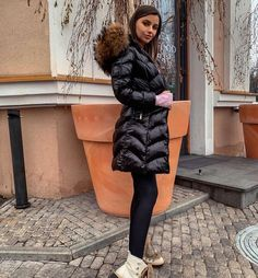 Puffer Jackets, Winter Jackets, Mode Outfits, Moncler, Parka, Fur Coat, Woman, Instagram, Fashion