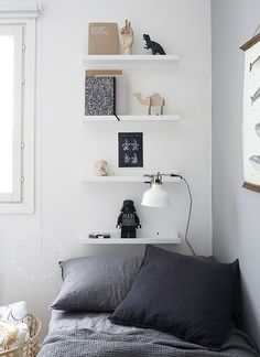 WEEKDAYCARNIVAL : Grey kids room with floating shelves above bed