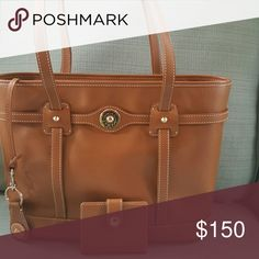 Downey and Bourke Shopper Tan shopper. Comes with credit card wallet and key chain. Dooney & Bourke Bags Totes