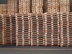 """Πού θα βρώ παλέτες τζαμπέ - """"Where to get free wooden pallets ?"""" or at least at a low cost in order to make your pallet DIY projects with them. We will try here to give you some ways to find pallets for free. Free Wooden Pallets, Wooden Pallet Crafts, Wooden Pallet Furniture, Diy Pallet Projects, Woodworking Projects, Pallet Ideas, Wood Projects, Diy Furniture, Wood Pallets For Sale"""