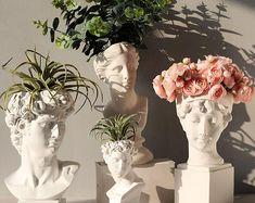 Resin Flowers, Flower Vases, Vase For Flowers, Greek Goddess Statue, Indoor Flower Pots, Fleurs Diy, Head Statue, Vase Crafts, Pot Plante