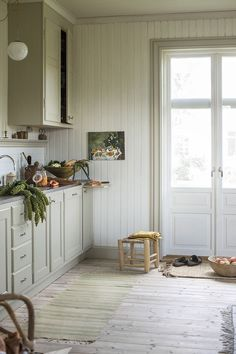 Vintage Decor for a Timeless Look – Industrial Decor Magazine Industrial Kitchen Design, Vintage Industrial Decor, Kitchen Interior, Interior Design Living Room, Kitchen Decor, Cabana, Cheap Home Decor, Home Remodeling, House Ideas