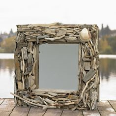 driftwood mirrors project by Living Simplistically and these mirrors are simply awesome !