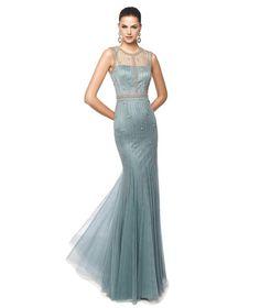 Vestido longo marca Pronovias, coleção para cerimônias 2015, modelo NATALINA. Vestido na cor azul claro com detalhes em bordado.