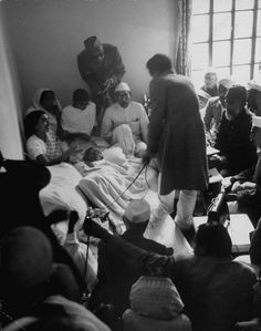 Gandhi often went on hunger strikes as a method of anti-government resistance… Mahatma Gandhi, Indira Ghandi, History Of India, History Pics, Prayer Meeting, Evening Prayer, History Classroom, Civil Rights Movement, Freedom Fighters
