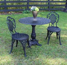 Garden Table And Chairs, Table And Chair Sets, Painted Lady House, Bistro Set, Cafe Bistro, Small Front Gardens, Aluminum Table, Patio Dining, Dining Area
