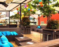 There's nothing quite like sipping on a glass of Rosé while taking in Auckland's spectacular views—and what better spot than a rooftop bar? Best Rooftop Bars, Outdoor Furniture Sets, Outdoor Decor, Sky High, Auckland, Oh The Places You'll Go, New Zealand, Deck, Patio
