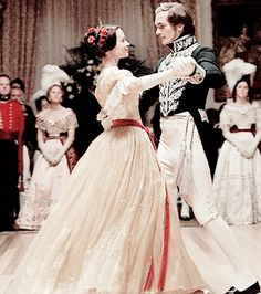 Emily Blunt and Rupert Friend as Queen Victoria and Prince Albert in The Young Victoria The Young Victoria, Victoria And Albert, Reine Victoria, Queen Victoria, Jena, Victoria Movie, Sandy Powell, Rupert Friend, Romantic Period